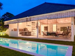 Villa  HELLO - 3 bedrooms with pool and staff.