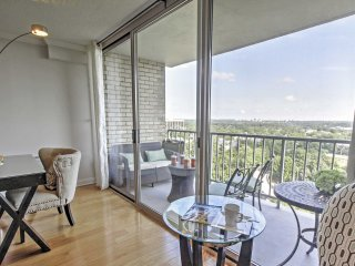 NEW! 3BR Alexandria Condo w/Patio & Scenic Views!, Alejandría