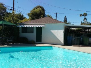 Guest House with pool in the heart of Sherman Oaks, Los Angeles