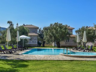Villa ORIZONTAS/10% off/7+ days offer/ Mountain View/5' away form sea&center