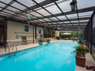 The Beachnik - BEACH VACATION w/2nd fl.enclosed swimming pool- many amenities