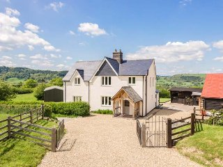 GREEN LANE detached, woodburning stoves, en-suite, WiFi, in Llandinam, Ref