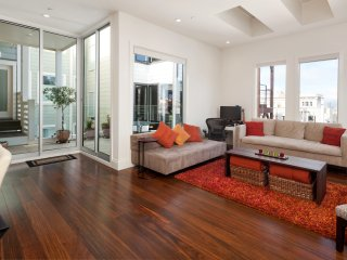 Beautiful North Beach Apartment with Deck