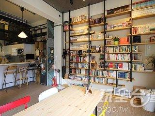 埔里民宿‧阿娜娜民宿」是一家充滿文青氣息的風格民宿,由於主人喜歡閱讀,因此特地在一樓打造一間民宿專屬