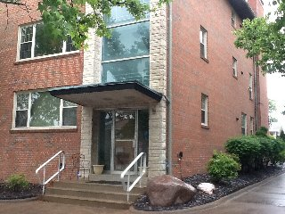 3,000 sqft Condo near the Hill and Forest Park 4bd, Saint Louis