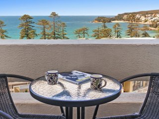 Beachside Paradise - Ocean Views, Central position, Manly