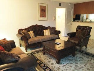 2BR/2BA Affordable Cozy New Apartment Free wifi, Glendale