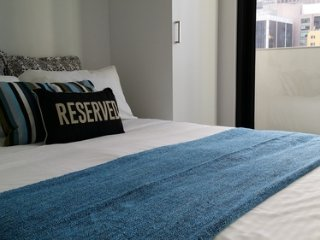 Cosy 2 Bedroom Apt on Lt. Collins St