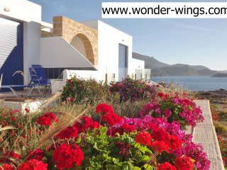Villa Wonder Wings - Karpathos: 30mt from the sea!, Karpathos Town (Pigadia)