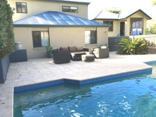 Yeronga Family Oasis with pool, city views, quiet., Brisbane