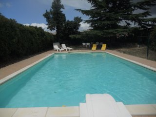 Le Figuier - newly renovated two bedroom gite with pool