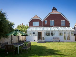 Red Door: family home only 20metres from the beach, West Wittering