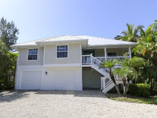 Starfish Lane: 4BR Luxury Home Across the Street from Sandy Sanibel Beaches!!, Sanibel Island