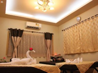 Thai Spa House/ City/Central Pier/BTS / Clean/Save, Bangcoc