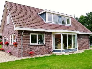 Villa Woldrust, a warm and spacious holiday home, Zeewolde