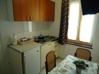Apartment Bobbi 2 (A2+1)-center, 50 m from beach, Omis