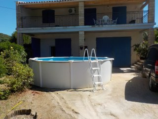 Cornillon Goudargues private swimming pool , enclosed garden max 9 pers