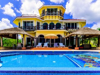 VILLA YAK ALIL- 5 BR with 10 Beds - for 16 guests (1,000 OFF FROM APR 15-30), Cozumel