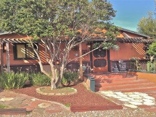 Beautiful Lake View Home/Novel Attractions Close, Escondido