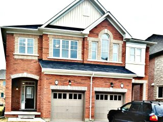 Sophisticated 3 Bedroom Furnished Home, Brampton