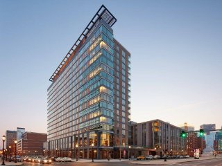 Deluxe Studio Bay View in Watermark near BCEC, Boston