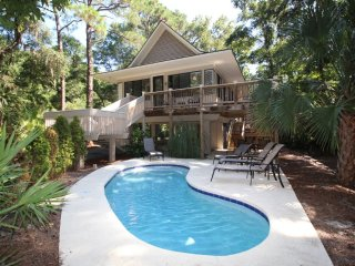 *FREE POOL HEAT 4 Bedroom, Newly remodeled, Private Pool, Minutes from beach, Hilton Head