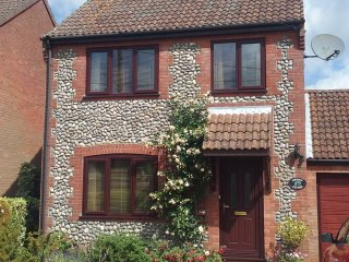 North Norfolk Chestnut Cottage 3 bed sleeps 5, Holt