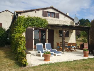 The Bakehouse, Nr Aubeterre - pool & tennis court