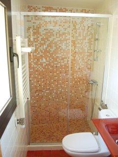 Bany complet PLANTA BAIXA  Complete bathroom ZERO FLOOR