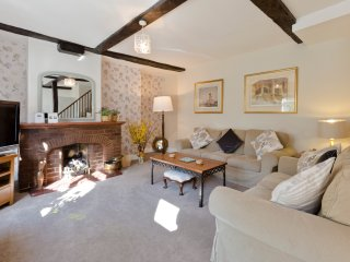 Luxury 4 Bedroom Cottage SW London Sleeps 8+2 Cots, Hampton