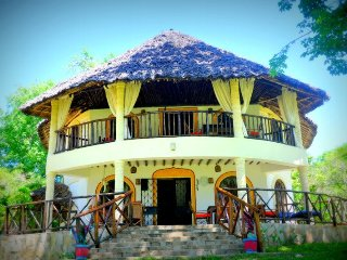 Villa Africa with private beach, Kwale
