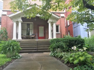 Large Historic Home, Walk to Dinner, parks, cafes!