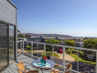 Luxury & Modern Del Mar Condo SPDRT A.Way, San Diego