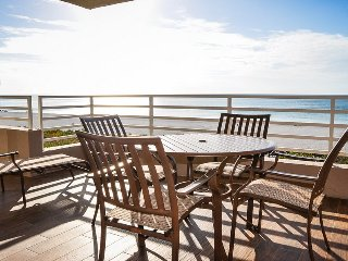 Somerset 303 - Great Location, Beachfront Condo!, Isla Marco