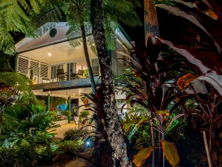 Beach Villa Four Mile Port Douglas Private Duplex 200 mts to Four Mile Beach