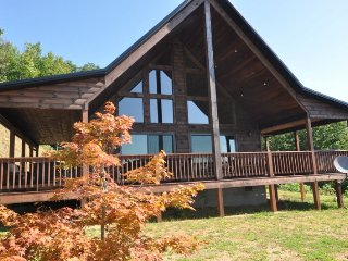 A Walk In the Clouds - 2 Bedroom Cabin with Pool Table and Magnificent View, Bryson City