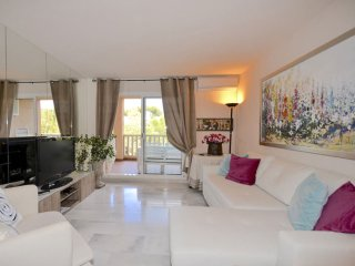Luxury apartment in Marbella in a closed complex, Elviria