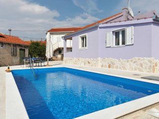 Entire villa ''Nancy'' with pool, Vinisce