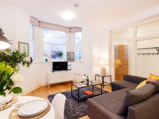 Castletown I apartment in Kensington & Chelsea with WiFi., London