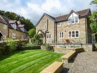 NUMBER FIVE CARDINGTON, semi-detached, private courtyard, woodburner, off road parking, in Cardington, Ref 943175, Rushbury