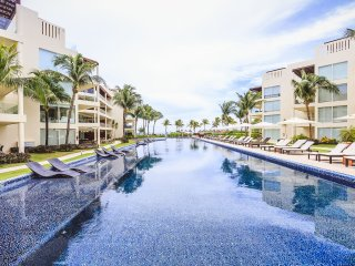 The Elements Poolside Condo w/ Private Beach - 108, Playa del Carmen