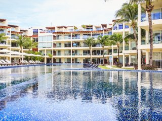 Upscale Beachside Retreat with Infinity Pool - GH8, Playa del Carmen