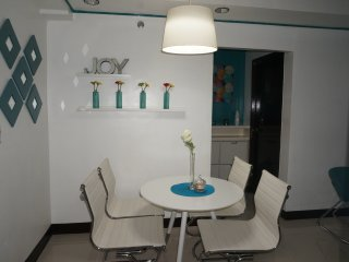 2BR FF condo w/WiFi & Parking next to Marriott & NAIA T3, Pasay