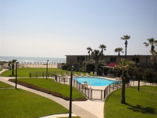 Isla del Sol 2202: STAY 30 DAYS for about the same as a week! BEST KEPT SECRET!