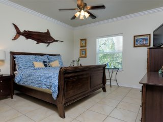Courtyard condo, small complex, close to beach!, South Padre Island