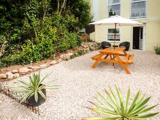 FLAT 9 open plan studio accommodation, WiFi, close to amenities, parking, in Torquay, Ref 929186