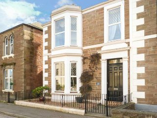 10 PRINCES STREET, semi-detached townhouse, en-suite, free-standing bath, open f