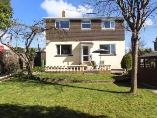 POPPIES, all ground floor, close to beach, coastal walks, WiFi in Holcombe, Dawlish Ref 935097