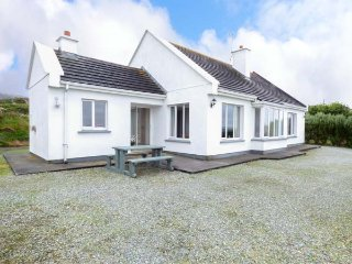SEASPRAY, detached, en-suites, open fire, close to coast, Tully, Ref 941385