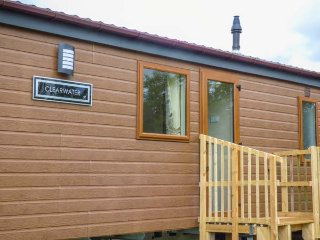 WHORLTON LODGE attractive lodge, en-suite, country views, enclosed garden, pet-f